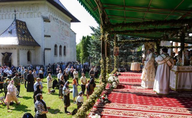 Slujba parastasului de 40 zile, la Mănăstirea Sf. Ioan cel Nou Suceava