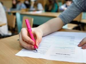 7 elevi suceveni au dat luni prima probă din etapa specială a evaluării naționale