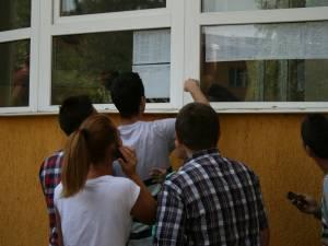 13 elevi suceveni au 10 pe linie la examenul de bacalaureat