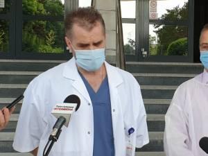 Doctorii Valeriu Gavrilovici și  Anatolii Buzdugan