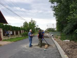 Pe strada Pepenăriei, din cartierul Mihai Viteazu, s-a turnat primul strat de asfalt