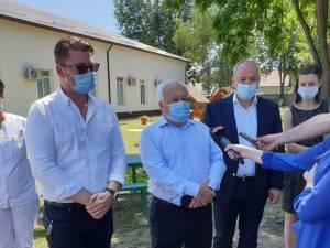 Primarul Nistor Tatar (în centru) la inaugurarea pavilionului mare al Secției de Psihiatrie din cadrul Spitalului Municipal Rădăuți