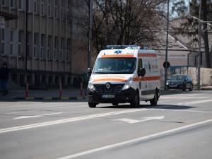 Pietonul rănit grav a fost transportat de către echipajul unei ambulanțe la spital