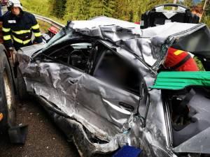 Autoturismul avariat in care se aflau cele doua victime