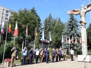 Ziua Imnului, sărbătorită la Suceava cu măștile pe față, în Piața Steagurilor