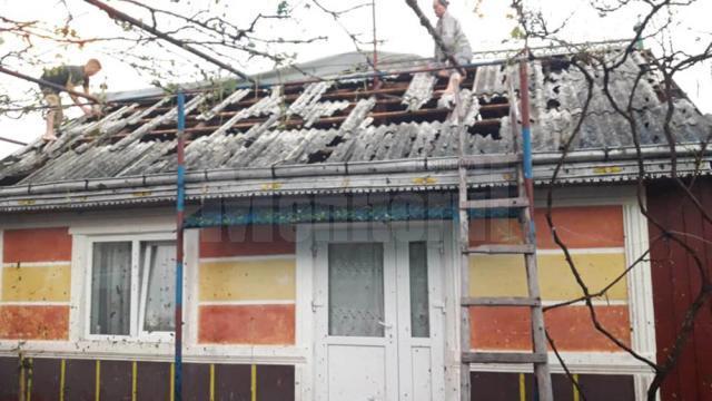 Grindina a făcut prăpăd la Dolhasca: peste o sută de acoperișuri de casă sunt afectate