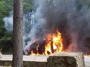 Mașina a ars ca o torță