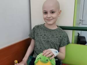 """Luca Țurcanu, elev în clasa a II-a, la Școala Gimnazială """"Miron Costin"""" Suceava, a fost diagnosticat recent cu leucemie"""
