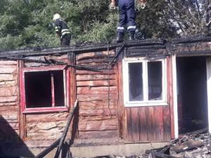 Două incendii puternice au distruse case și anexe la Humoreni și Câmpulung