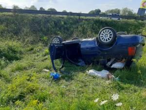 Doi răniți, duși la spital după ce o mașina s-a răsturnat la Bunești