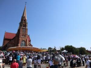"""Hramul bisericii romano-catolice construită în anul 1904 de către comunitatea poloneză din satul Cacica  - Bazilica """"Adormirea Maicii Domnului"""""""