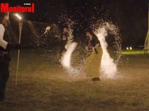 Spectacolele cu foc ale Ordinului Solomonarilor au luminat două seri la rand șanțurile Cetății