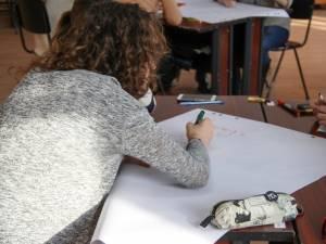 Cursurile față în față sunt cerute de peste jumătate dintre părinții elevilor care încep școala pe 14 septembrie