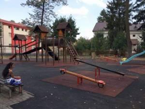 Unul dintre locurile de joacă amenajate în ultimii 3 ani, cu fonduri de la bugetul local al Primăriei Rădăuți