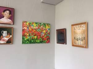 """""""Armonii de toamnă"""", expoziţia de grup a profesorilor de artă plastică din judeţul Suceava"""