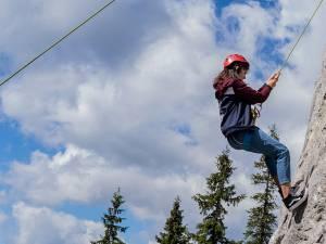 Alpinism în Munții Rarău pentru voluntarii din Asociația Tinerilor Ortodocși Suceveni