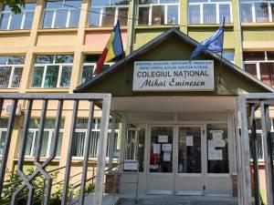 """Colegiul Național """"Mihai Eminescu"""" intră în scenariul roșu și se închide pentru 14 zile"""