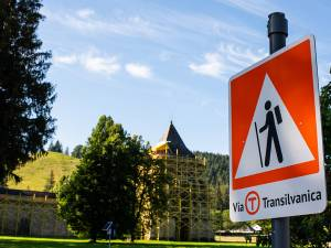 De la Mănăstirea Sucevița, prin pădure, 21 de kilometri, la Mănăstirea Moldovița