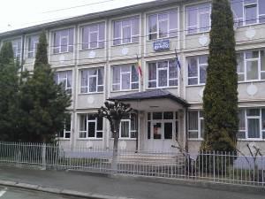 """Colegiul Tehnic """"Mihai Băcescu"""" Fălticeni a intrat în scenariul roșu. Orele se țin doar online"""