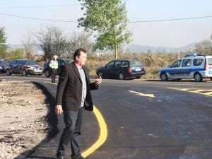 Andrei Neșculescu, cunoscut drept Clovnul Bobo, în timpul live-ului făcut lângă conferința de presă convocată de Ion Lungu la Podul Unirii