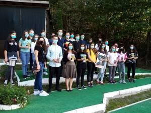 Dezbateri în aer liber cu voluntari ai Asociației Tinerilor Ortodocși Suceveni