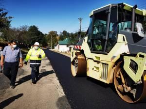 Gheorghe Flutur a verificat lucrările de asfaltare a drumului județean din Pătrăuți