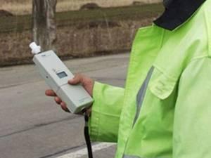 Șoferul a fost testat cu aparatul etilotest, rezultatul fiind de 0,99 mg/l alcool pur în aerul expirat. Foto: alba24.ro