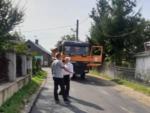 Lucrările de asfaltare din Rădăuți continuă în ritm accelerat