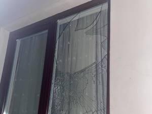 Geamuri distruse la casa familiei Bodnar