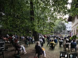 Spectacol în aer liber, în curtea Hanului Domnesc