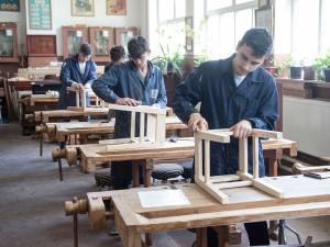 """Zeci de elevi calificați la locul de muncă, printr-un proiect implementat de Colegiul """"Petru Mușat"""""""