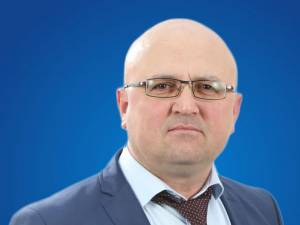 Gheorghe Savu acuza un candidat PSD pentru Consiliul Local Cajvana că l-a lovit în faţa unei secții de votare