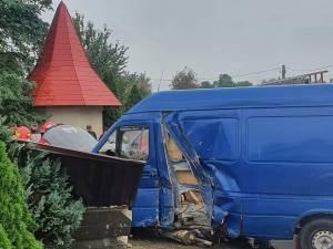 A intrat cu microbuzul în gardul bisericii de la Milișăuți