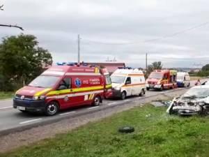 Cele două autoturisme s-au izbit violent