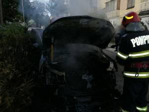 Incendiul a pornit din compartimentul motor al vehiculului