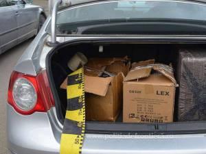 Urmăriți de polițiștii de frontieră, contrabandiștii au abandonat două mașini cu țigări