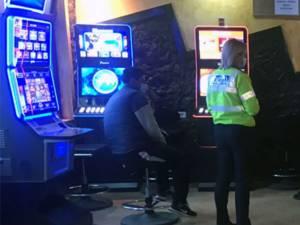 Amendă pentru o sală de jocuri deschisă în ciuda interdicției