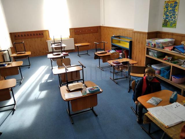 Părinții elevilor din clasa pregătitoare de la Reuseni refuză să-și trimită copiii la școală
