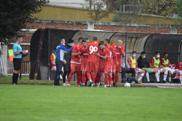 Fotbalistii Bucovinei Radauti se bucura dupa victoria cu Dante Botosani