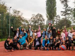 """""""Ne pasă!"""", piesă de teatru filmată recent de Asociația Tinerilor Ortodocși Suceveni"""