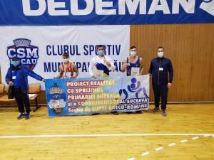 Antrenorii Andrei Bolohan și Daniel Ciobotaru, alături de cei trei medaliați