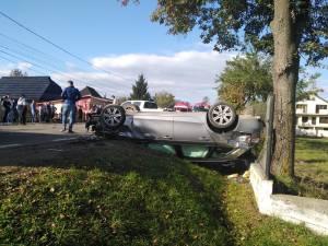 Două persoane rănite, în urma ciocnirii a două mașini la Vicovu de Jos