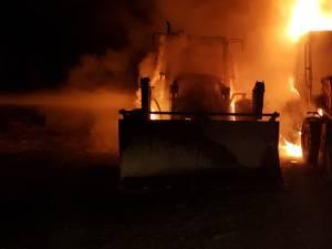 Ambele excavatoare au fost distruse în incendiu