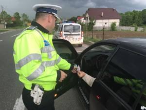 Dupa o urmarire de kilometri intregi, masina soferului a fost blocata in trafic de politisti