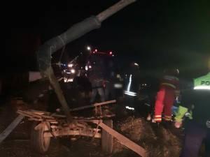 Două persoane au fost rănite, după ce un șofer băut a observat târziu căruța din fața sa