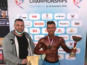 Antrenorul Cristi Tcaciuc împreună cu proaspătul campion mondial Andrei Cîmpan