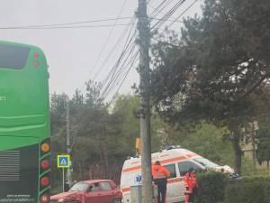 Ambulanță implicată într-un accident în municipiul Suceava, din cauza unui șofer neatent