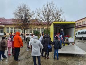 Cadouri pentru copiii de la Centrul Școlar de Educație Incluzivă de la Andrei Bacoș și Vasile Bolohan