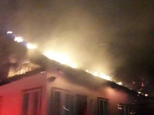 Incendiul a izbucnit în toiul nopții