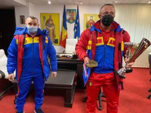 Dorel Toma și Cristi Mihai Tcaciuc au primit premiile oferite de municipalitatea suceveană din partea primarului Ion Lungu și a viceprimarului Lucian Harșovschi 2